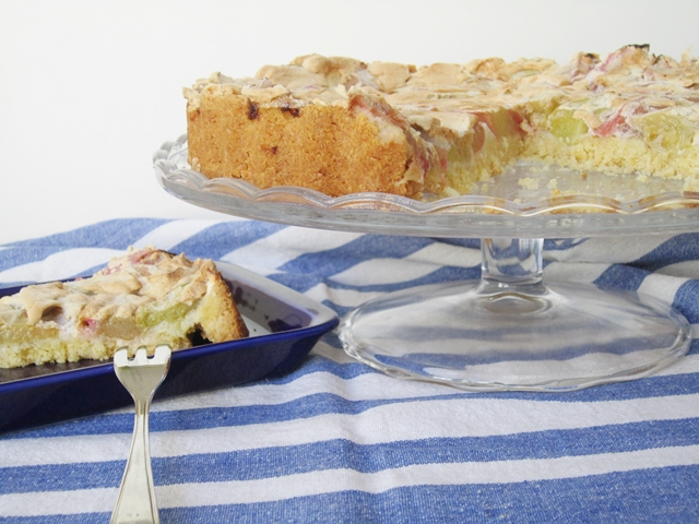 Baiser-Rhabarber-Torte_eisRINA