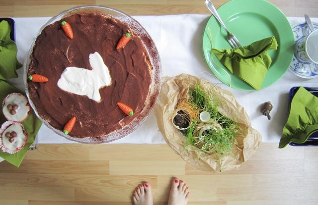 Möhren-Kuchen-mit-Hase-zu-Ostern_eisRINA